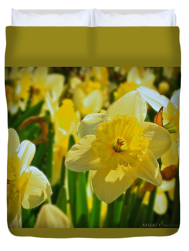 Floral Duvet Cover featuring the photograph Yellow Daffodils by Mikki Cucuzzo