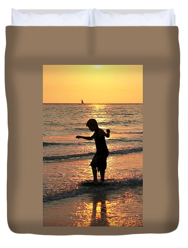 St Petes Beach Duvet Cover featuring the photograph Zakset by Sheryl Chapman Photography