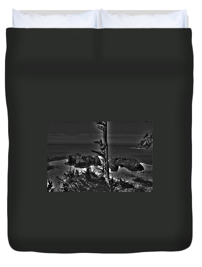 Ocean Duvet Cover featuring the photograph Arch Rock Oregon Coast by One Rude Dawg Orcutt