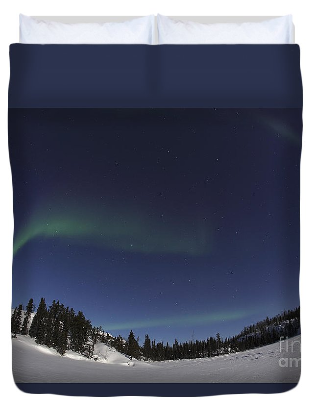 Aurora Duvet Cover featuring the photograph Aurora Over Vee Lake, Yellowknife by Yuichi Takasaka
