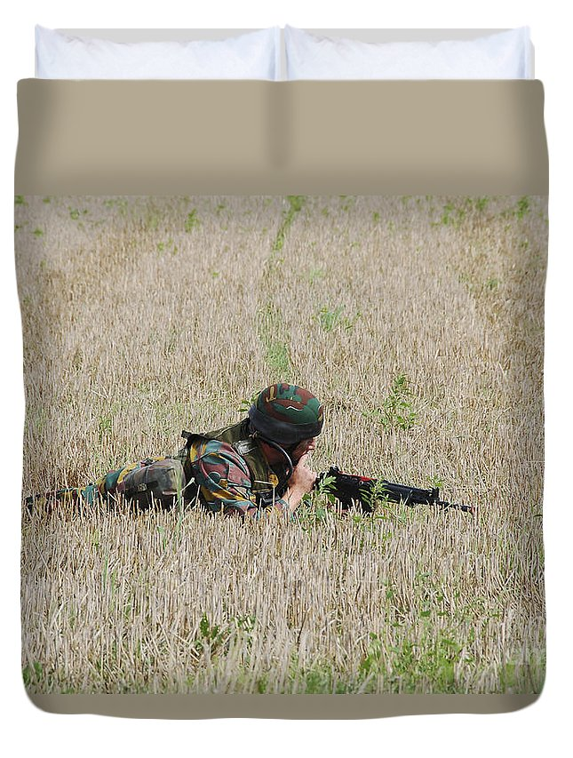 Aiming Duvet Cover featuring the photograph Belgian Paratroopers On Guard by Luc De Jaeger