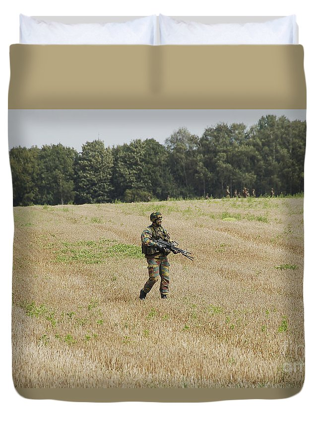 Armed Forces Duvet Cover featuring the photograph Belgian Paratroopers Proceeding by Luc De Jaeger