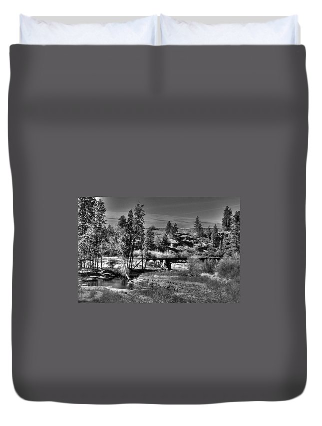 Landcape Duvet Cover featuring the photograph Bridge Over A Creek by One Rude Dawg Orcutt