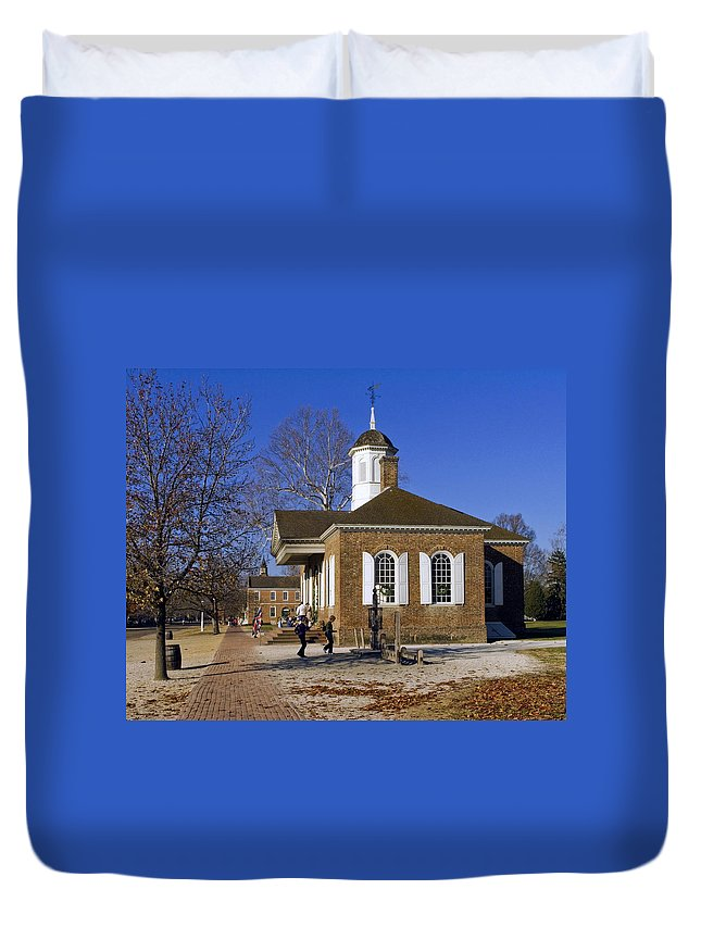 The Courthouse Duvet Cover featuring the photograph Colonial Williamsburg Courthouse by Sally Weigand