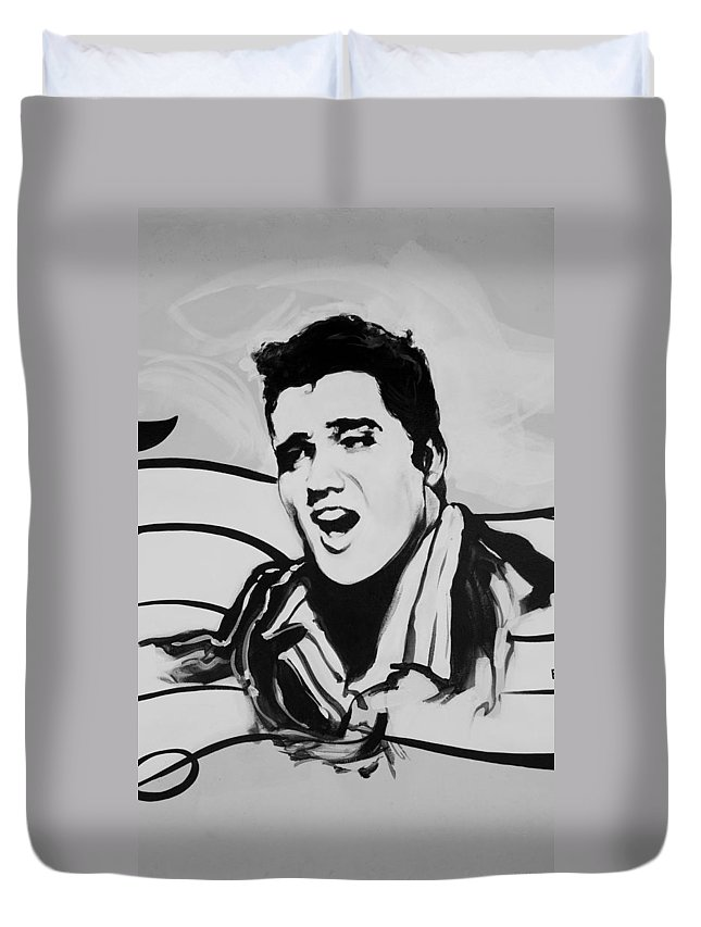 Black And White Duvet Cover featuring the photograph Elvis In Black And White by Rob Hans