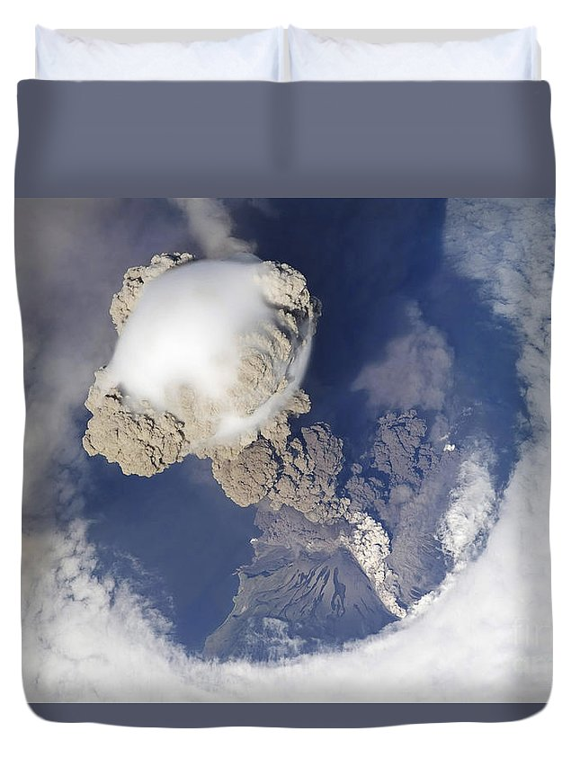 Summit Duvet Cover featuring the photograph Eruption Of Sarychev Volcano by Stocktrek Images