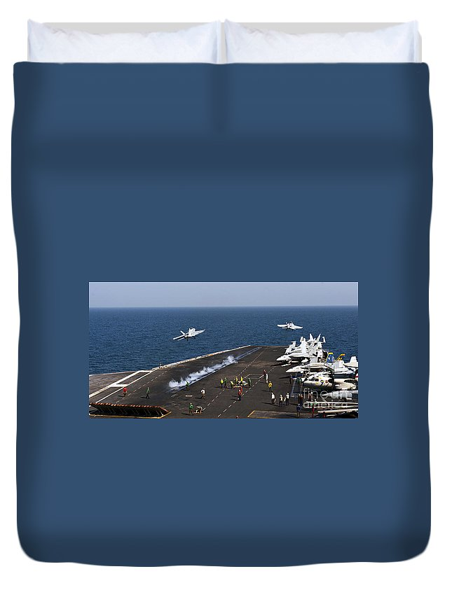 Arabian Gulf Duvet Cover featuring the photograph Fa-18f Super Hornets Launch by Stocktrek Images
