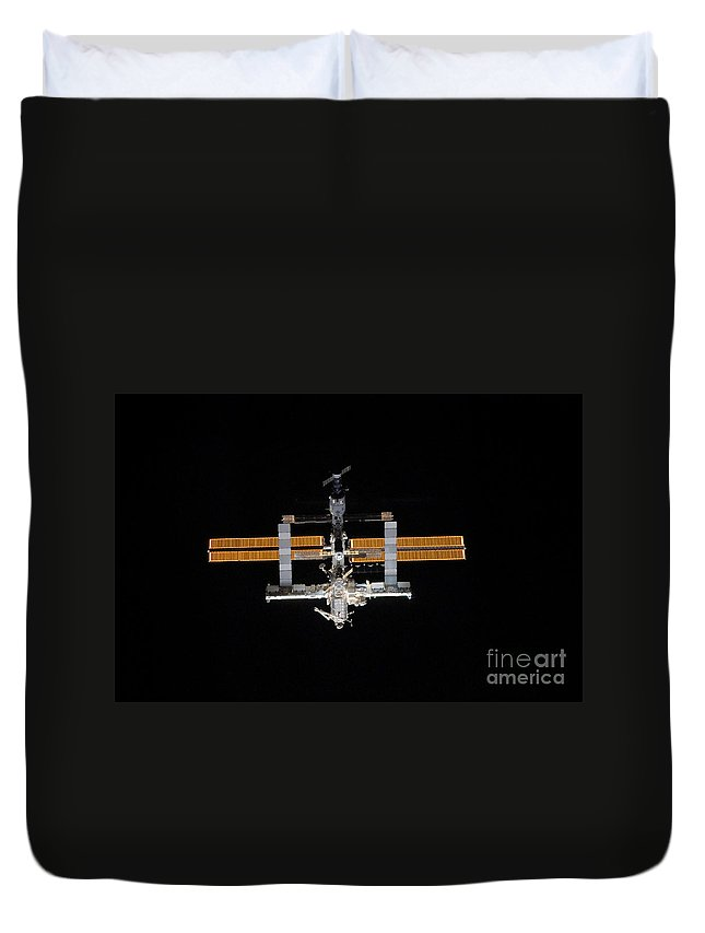 Horizontal Duvet Cover featuring the photograph International Space Station by Stocktrek Images