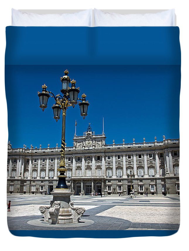 Madrid Duvet Cover featuring the photograph Palacio Real by David Pringle