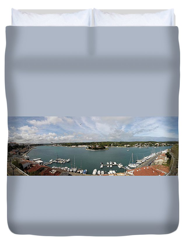 Mao Duvet Cover featuring the photograph Panoramic Town 1 by Pedro Cardona Llambias
