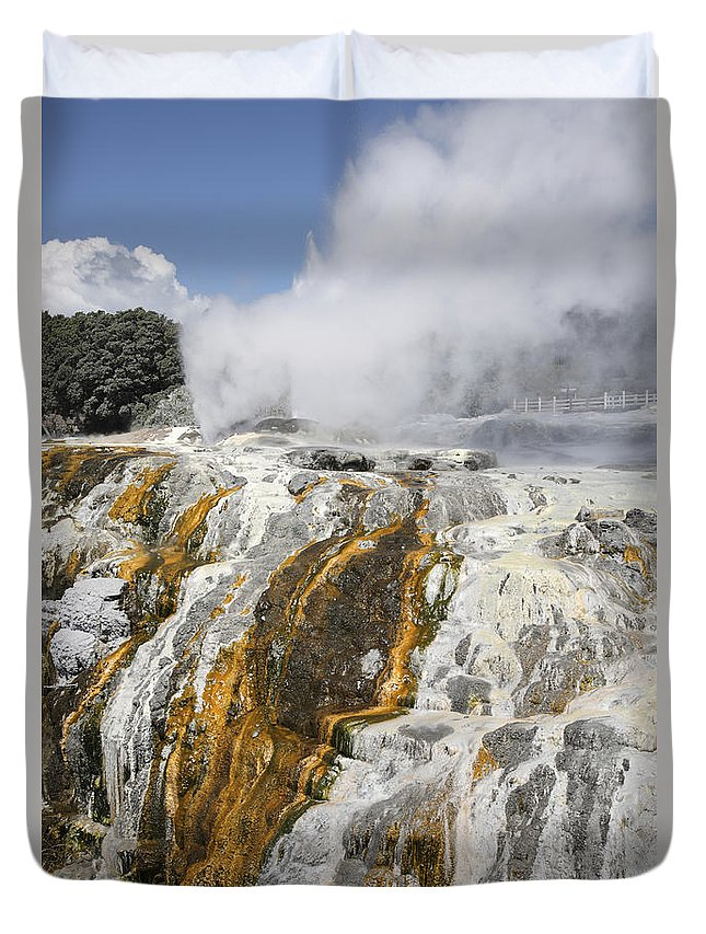 Fountain Duvet Cover featuring the photograph Pohutu And Prince Of Wales Feathers by Richard Roscoe