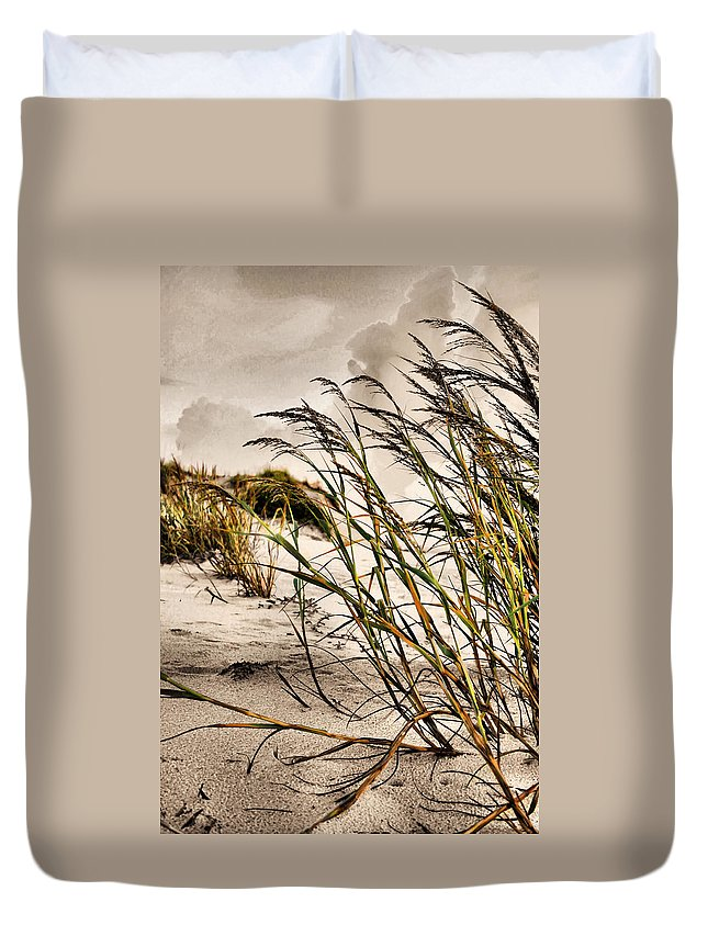 Sea Oats Duvet Cover featuring the photograph Sea Oats by Kristin Elmquist