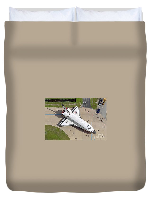 Large Group Of People Duvet Cover featuring the photograph Space Shuttle Atlantis by Stocktrek Images