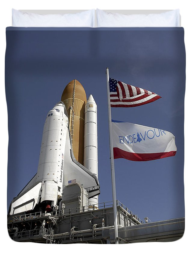 Florida Duvet Cover featuring the photograph Space Shuttle Endeavour by Stocktrek Images
