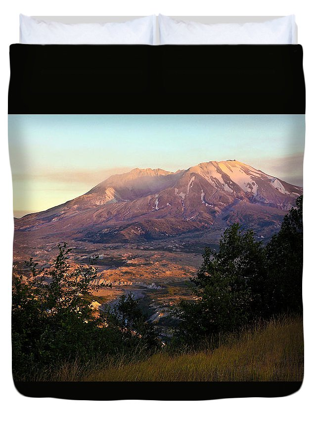 Mount St. Helens Duvet Cover featuring the photograph Sun Going Down At Mt. St. Helens by Athena Mckinzie