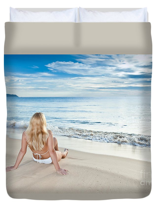 Girl Duvet Cover featuring the photograph Sunrise Woman by MotHaiBaPhoto Prints