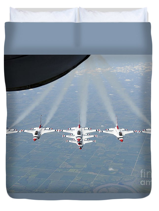 Thunderbirds Duvet Cover featuring the photograph The U.s. Air Force Thunderbird by Stocktrek Images