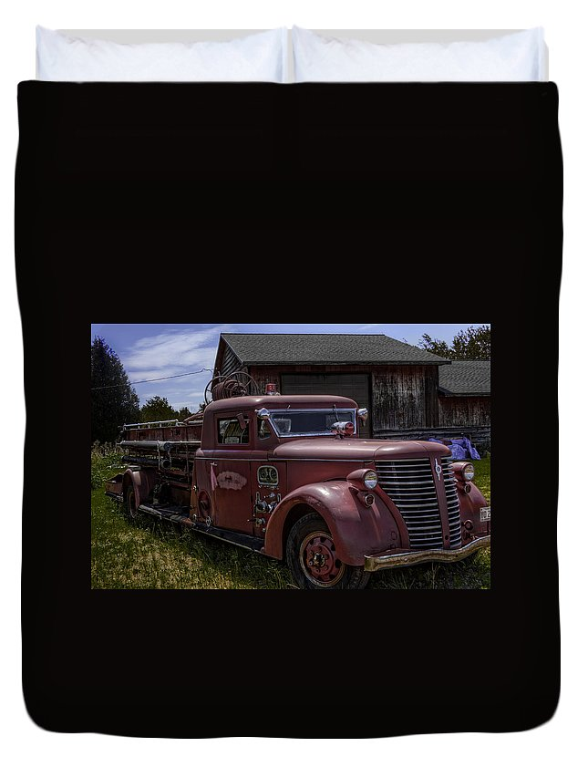 American Duvet Cover featuring the photograph 1939 American Lafrance Foamite by Tom Gort