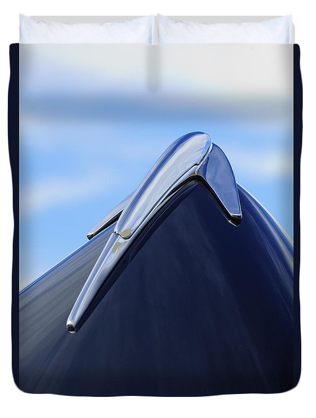 1939 Lincoln Zephyr Duvet Cover featuring the photograph 1939 Lincoln Zephyr Hood Ornament by Jill Reger