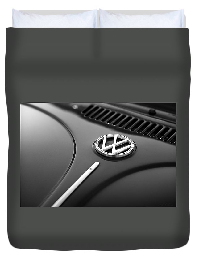 Vw Duvet Cover featuring the photograph 1973 Volkswagen Beetle by Gordon Dean II