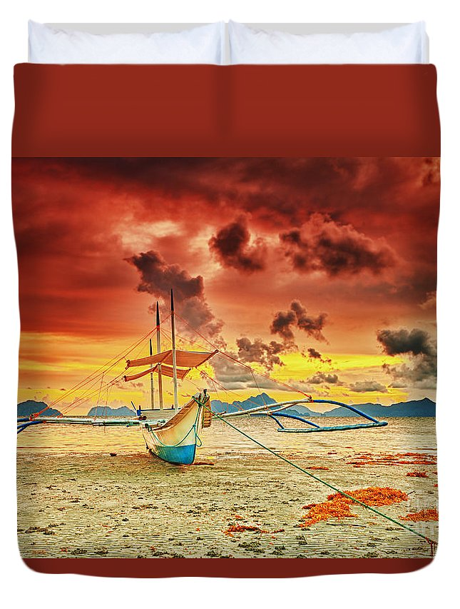 Bangka Duvet Cover featuring the photograph Boat At Sunset by MotHaiBaPhoto Prints
