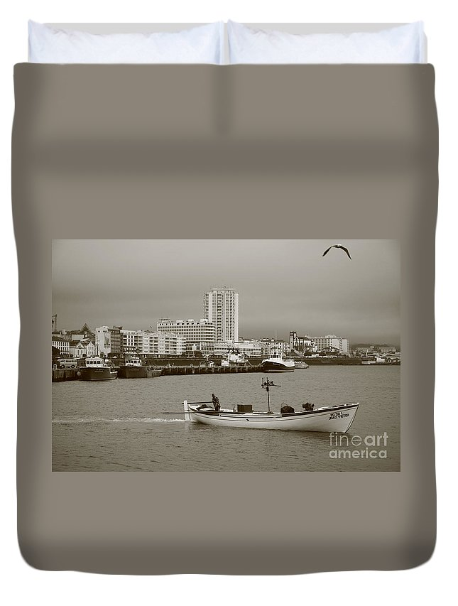 Sea Duvet Cover featuring the photograph Ponta Delgada by Gaspar Avila