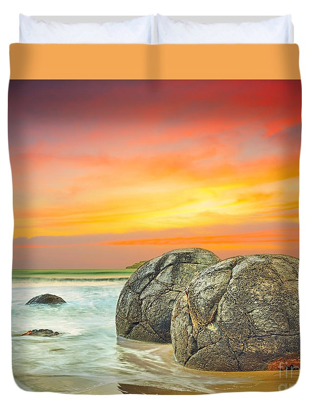 Moeraki Duvet Cover featuring the photograph Moeraki Boulders by MotHaiBaPhoto Prints