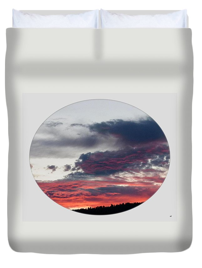 A Splendid Moment Duvet Cover featuring the photograph A Splendid Moment-oval by Will Borden