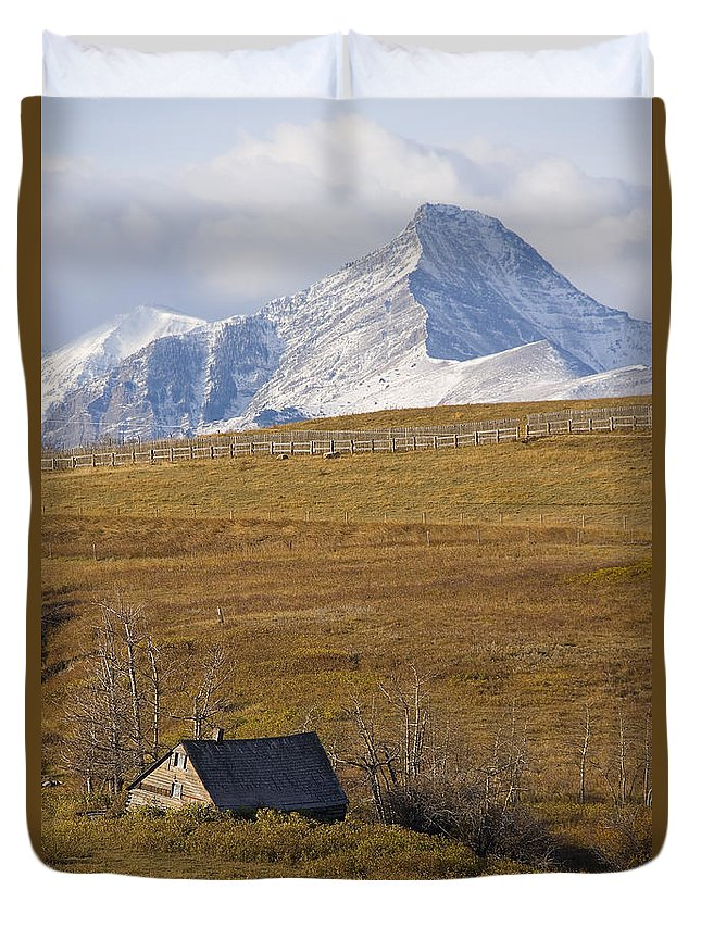 Light Duvet Cover featuring the photograph Abandoned Farmhouse Outside Of Waterton by Robert Postma