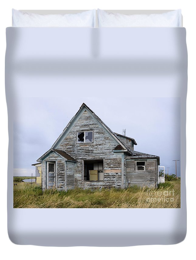 Kitchen Duvet Cover featuring the photograph Abandoned House by Bob Christopher