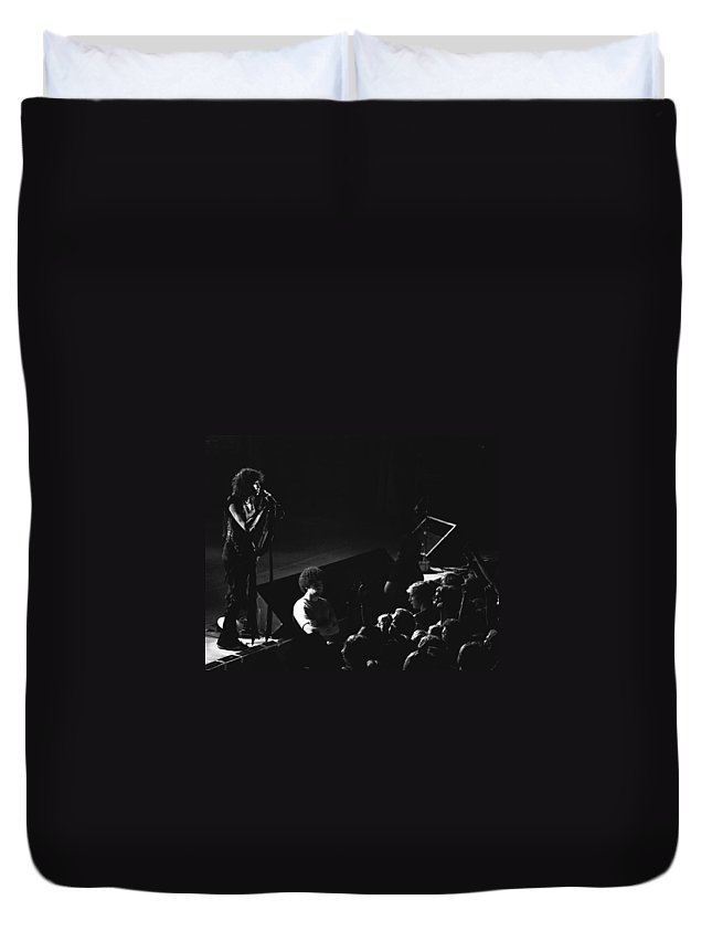 Aerosmith Duvet Cover featuring the photograph Aerosmith In Spokane 14 by Ben Upham