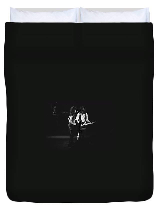 Aerosmith Duvet Cover featuring the photograph Aerosmith In Spokane 32 by Ben Upham