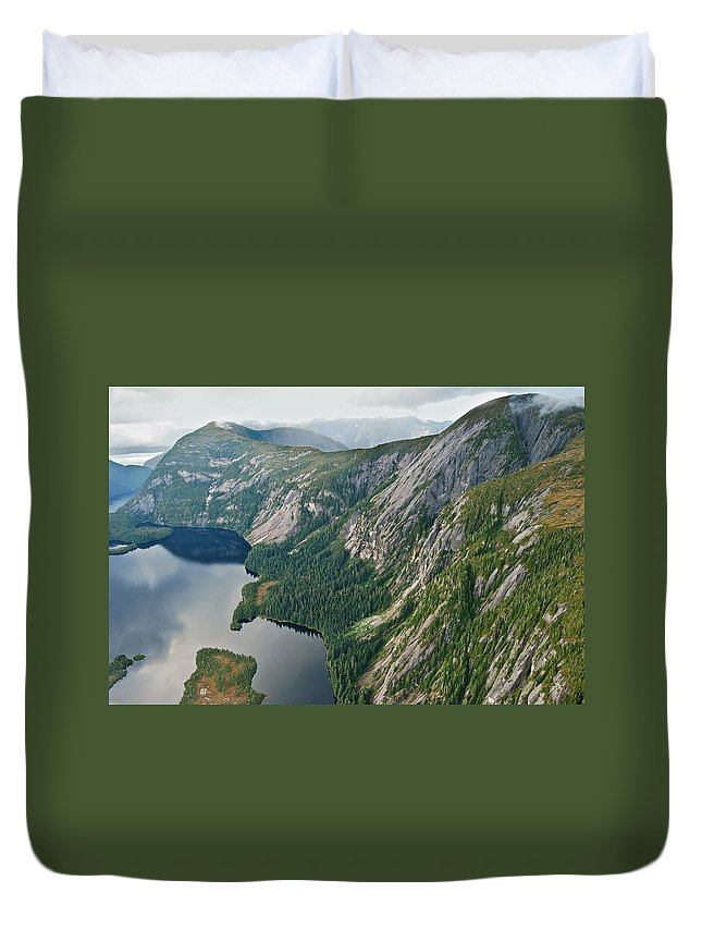 Alaska Duvet Cover featuring the photograph Alaska 8865 by Michael Peychich