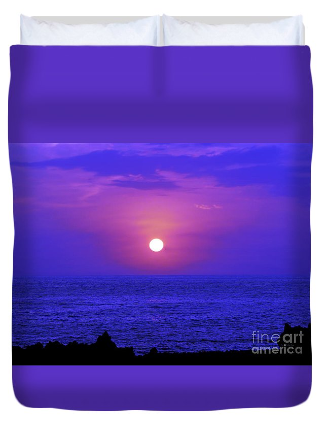 Fine Art Photography Duvet Cover featuring the photograph Aloha Iv by Patricia Griffin Brett