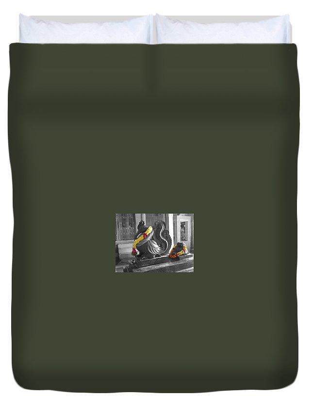 Garland Duvet Cover featuring the photograph Anna Pakshi by Usha Shantharam