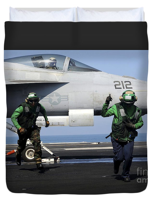 Operation New Dawn Duvet Cover featuring the photograph Aviation Boatswain Mates Signal A Clear by Stocktrek Images