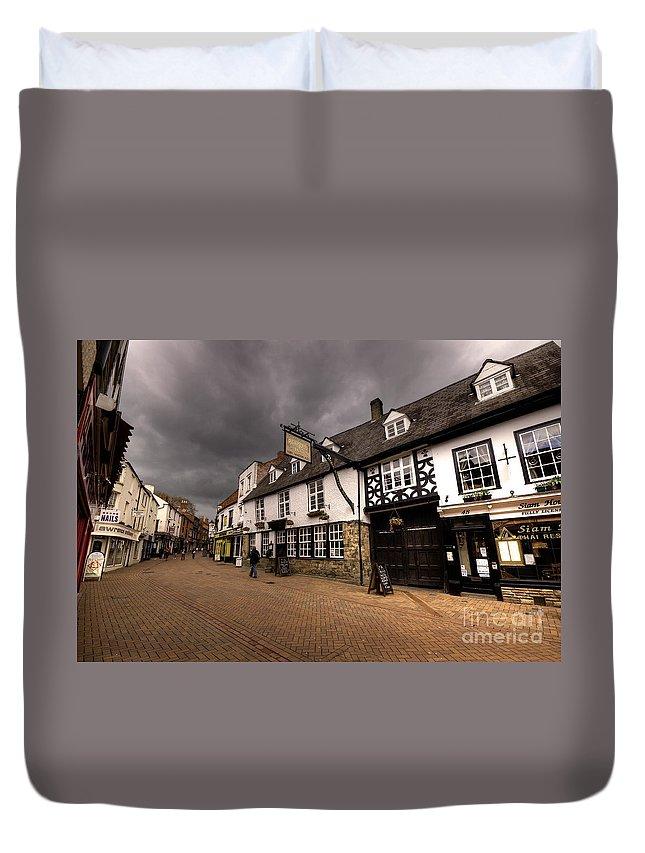 Banbury Duvet Cover featuring the photograph Banbury High St by Rob Hawkins
