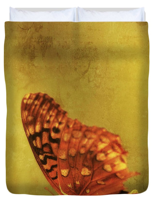 Animal Duvet Cover featuring the photograph Beautyii by Darren Fisher