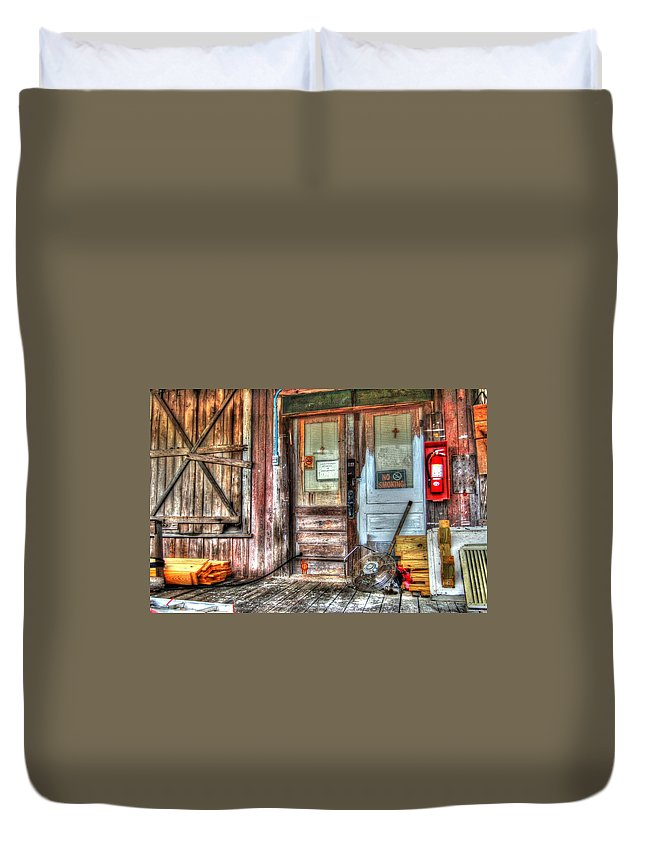 Alabama Photographer Duvet Cover featuring the digital art Bon Secour Door by Michael Thomas