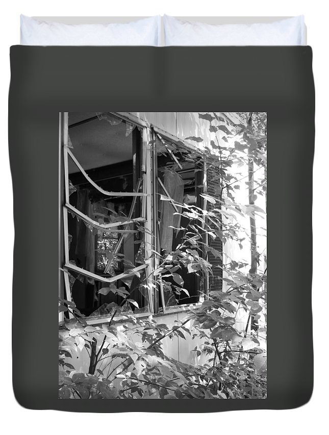Trailer Duvet Cover featuring the photograph Broken Home by Michele Nelson