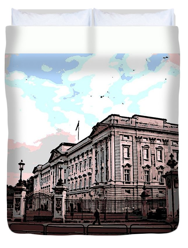 Buckingham Duvet Cover featuring the photograph Buckingham Palace by George Pedro