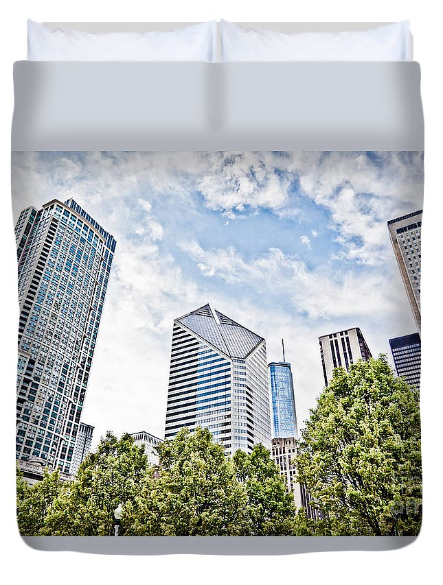 Chicago Duvet Cover featuring the photograph Chicago Skyline At Millenium Park by Paul Velgos