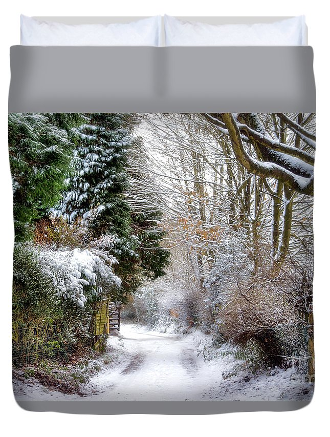 Snow Duvet Cover featuring the photograph Christmas On The Chase by Ann Garrett