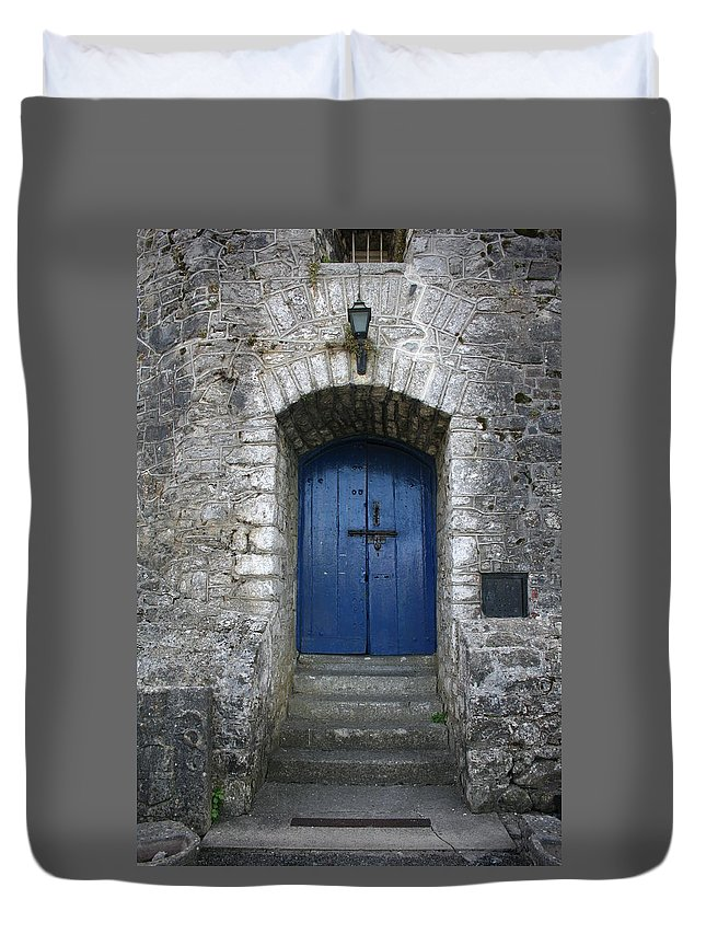 Castle Duvet Cover featuring the photograph City 0021 by Carol Ann Thomas