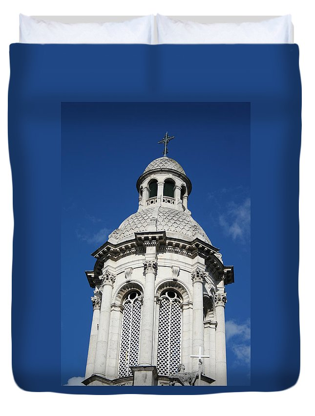 Trinity College Duvet Cover featuring the photograph City 0027 by Carol Ann Thomas