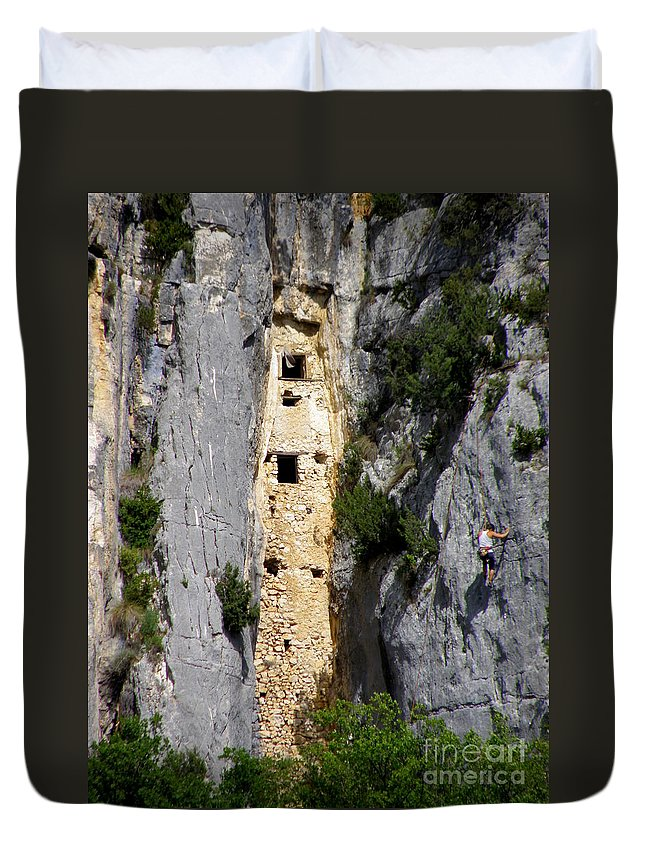 Mountain Climber Duvet Cover featuring the photograph Climber Near Prehistoric Cliff Dwelling by Lainie Wrightson