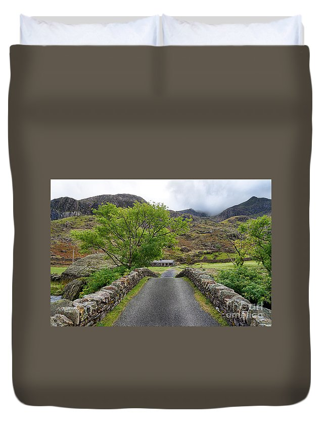 Bridge Duvet Cover featuring the photograph Climbers Lodge by Adrian Evans