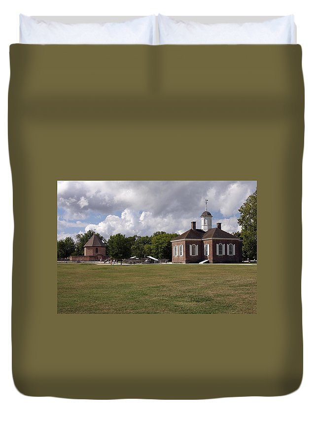 Courthouse Duvet Cover featuring the photograph Colonial Williamsburg Scene by Sally Weigand