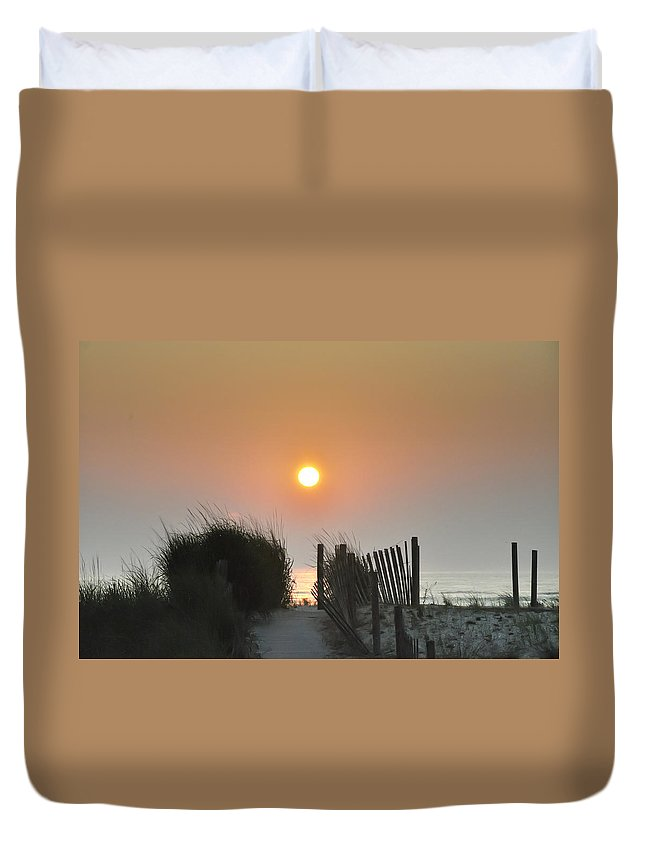 Sunrise Duvet Cover featuring the photograph Come Greet The Sunrise by Bill Cannon