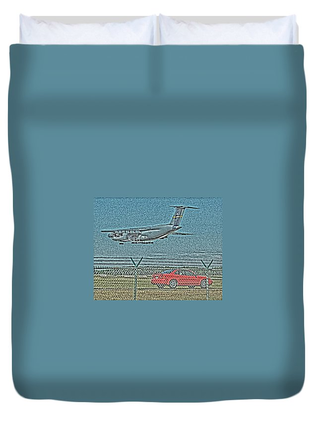 C5a Duvet Cover featuring the photograph Coming In by Tom Leach